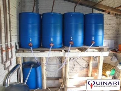 Como funciona um destilador de leos essenciais leos for Tambores para agua