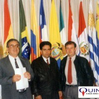 Reunión Empresarial de la Industria de Aceites Esenciales, Químico-Aromáticos y Afines - ALADI, em Montevideo/Uruguai em 1994.  Da esquerda para a direita: Sr Aldo Ancarola (Presidente da IFF Argentina), Sr José Carlos Bittencourt (da Quest) e Sr José Azambuja (da QUINARÍ).