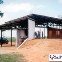 Foto tirada por José Azambuja de uma Usina de Óleo Essencial de Pimenta Longa no município de Tomé-Açú/Pará em 1997.