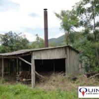 Foto tirada em 2013 por José Azambuja de uma antiga destilaria de óleo de sassafrás localizada na cidade de José Boiteux/SC.