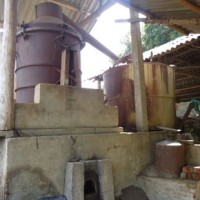 Destilaria vietnamita de óleo essencial de cajeput