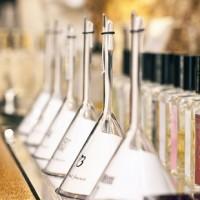 Citral na fabricação de perfumes (efeito cítrico).